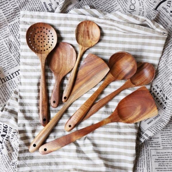 ustensiles de cuisine en bois naturel et écologique