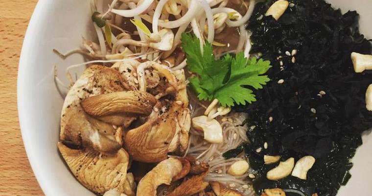 Rice Noodle Soup with Oyster mushrooms, Wakame, and Bean Sprouts