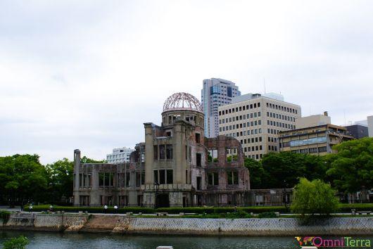 Japon - Hiroshima - Parc du Mémorial de la Paix - Dôme et canal