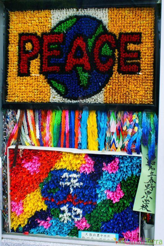 Japon - Hiroshima - Parc du Mémorial de la Paix - Monument des enfants - Grues