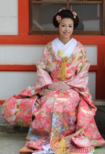 Japon - Île de Miyajima - Portrait d'une femme en kimono