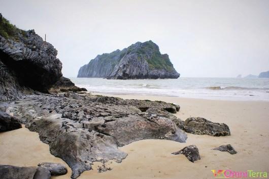 Vietnam - Cat Ba - Baie d'Halong et plage