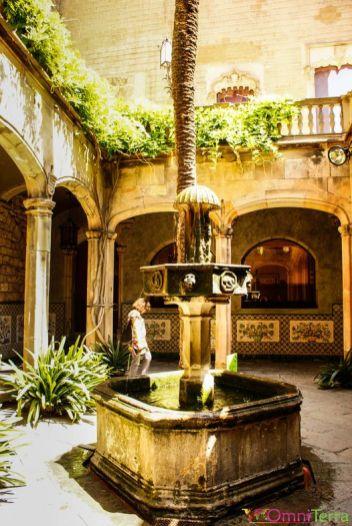 Barcelone-Barri-Gotic-Maison-de-l'archidiacre-Patio