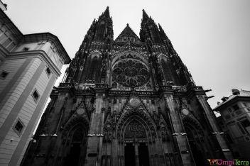 Prague-Mala-Strana-Chateau-de-Prague-Cathedrale-St-Guy-Facade