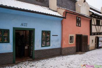 Prague-Mala-Strana-Chateau-de-Prague-Ruelle-dor