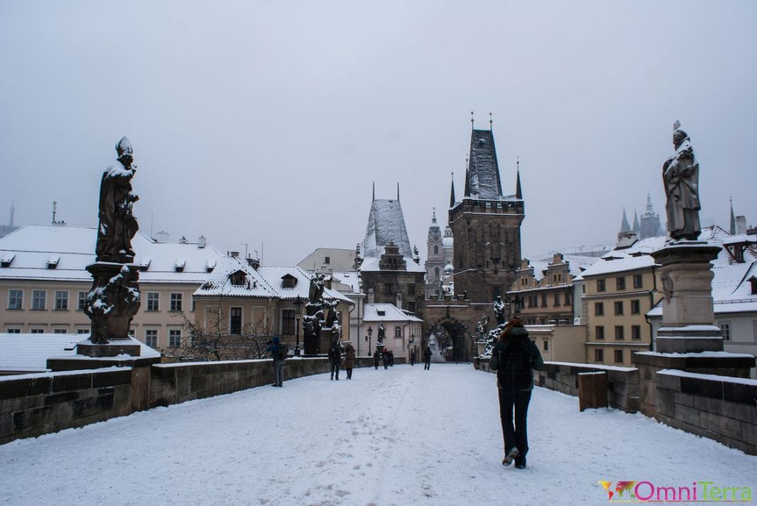 Prague - Mala Strana - Pont Charles sous la neige