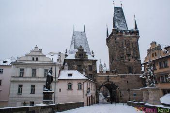 Prague-Mala-Strana-Pont-Charles-sous-la-neige