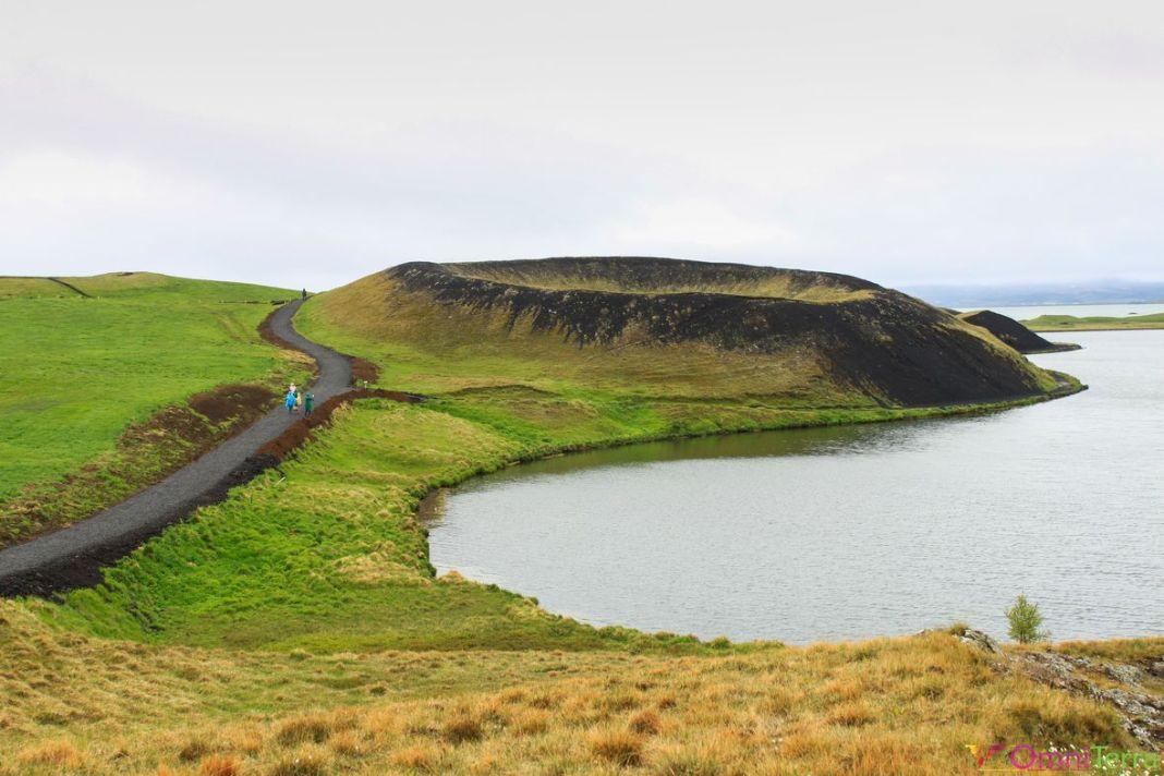 Islande - Lac Myvatn - pseudo cratère