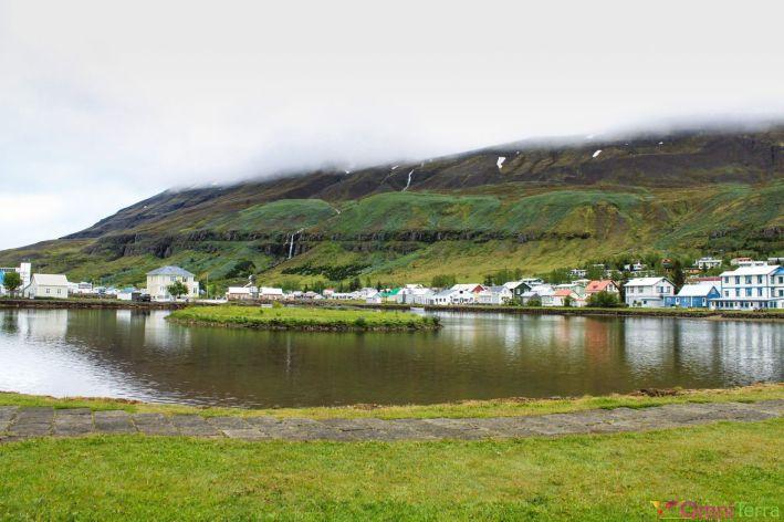 Islande - Seyðisfjörður - Lac et village
