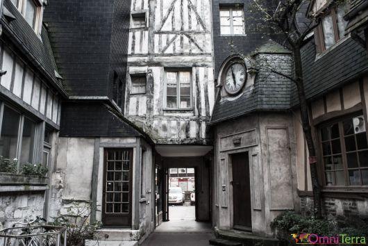 Rouen-Passage-de-la-Petite-Horloge