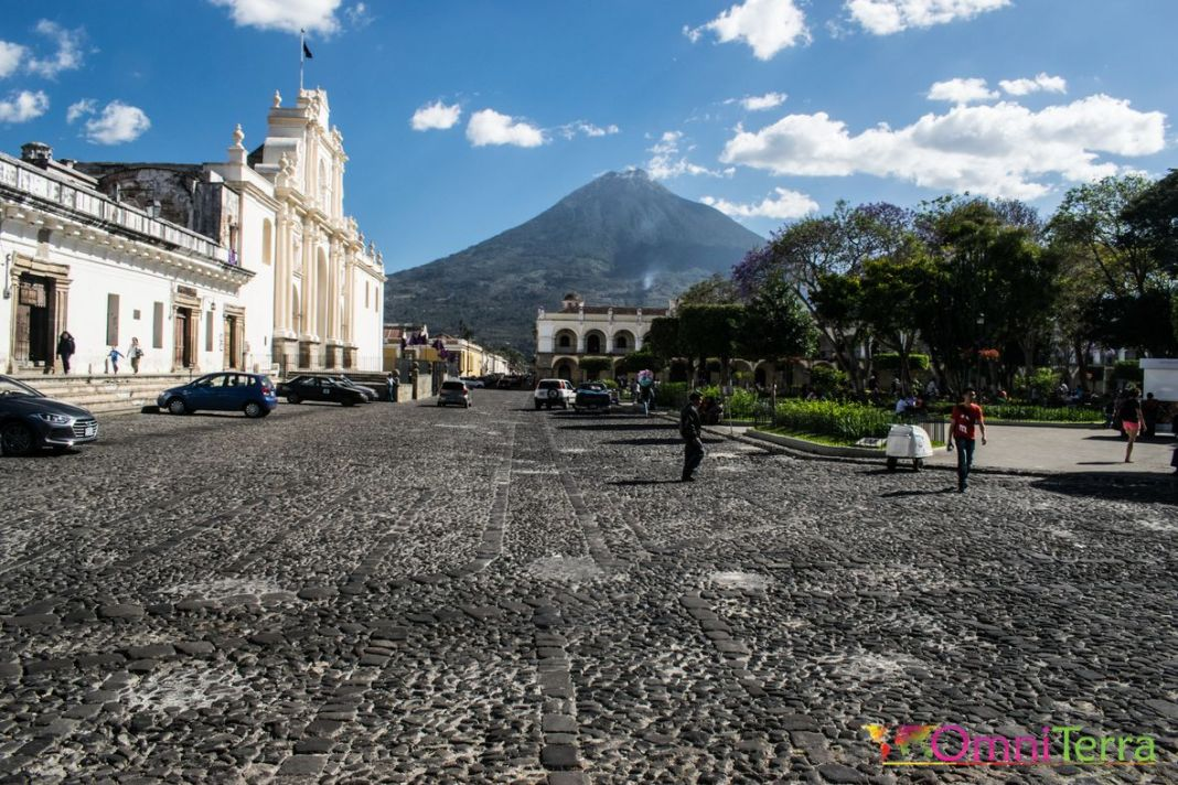 Guatemala - Antigua - Paque Central et volcan Agua