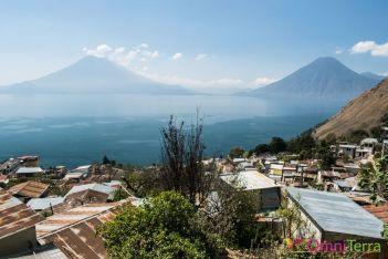 Guatemala - Atitlan - Santa Cruz- volcans