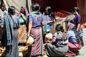 Guatemala - Atitlan - Santiago - marché de poteries