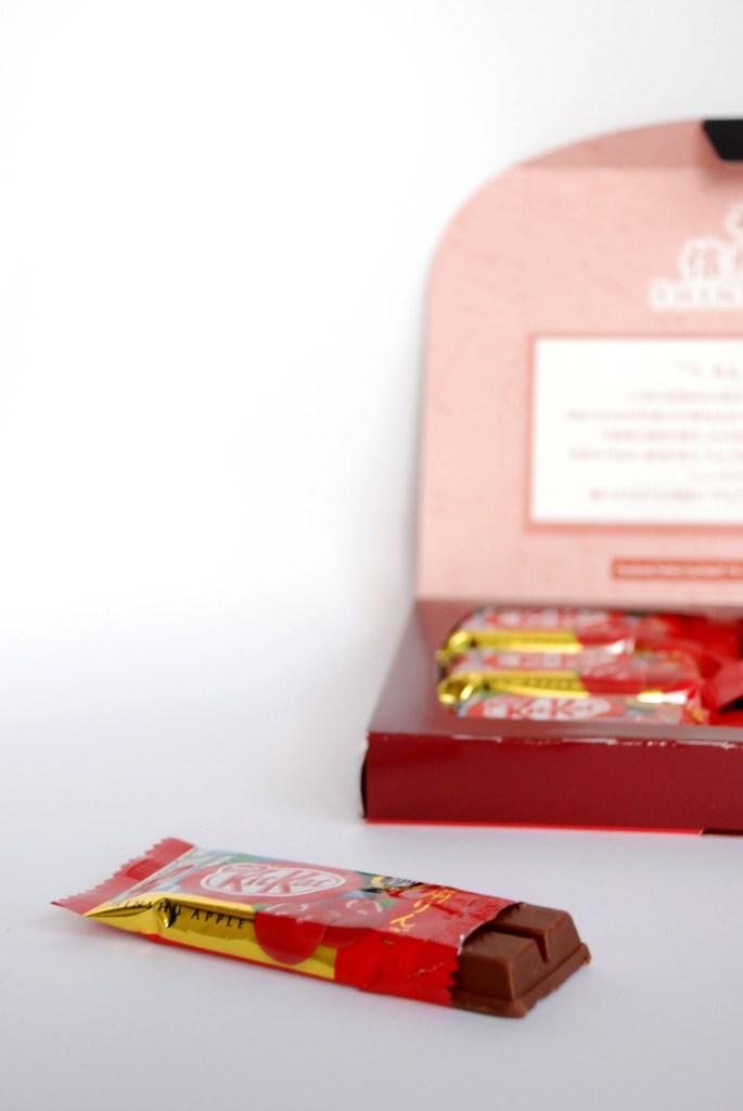 Om Nom Nomad - Shinshu Apple Flavor Kit Kat