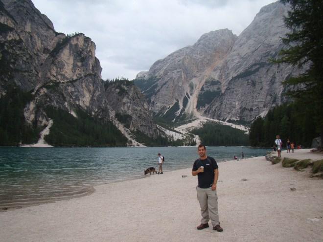 Lago di Braies, ברקע משמאלה, העליה של מחר