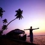 Por do sol na casa barco. Photo Kerala Tourism - Jinson Abraham