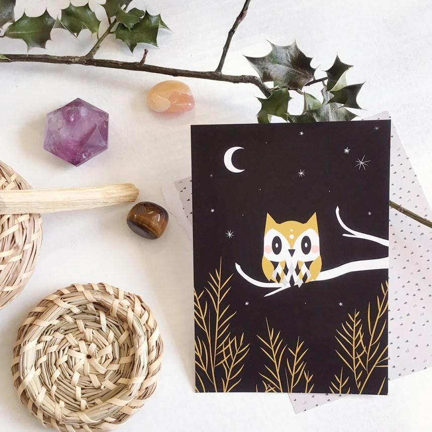 Carte postale witch hibou owl, animal totem mystique, spiritualité et cristaux