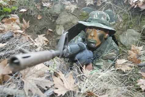 Der Spiegel:`Μην κόβεται μισθούς στρατιωτικών κλείστε στρατόπεδα`