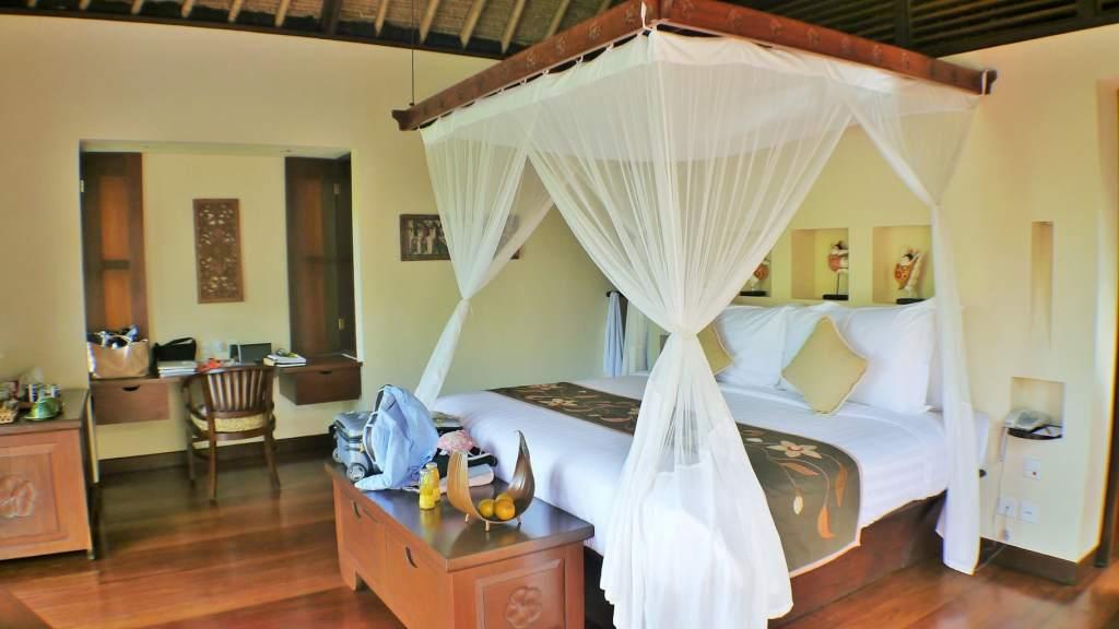 Hanging Gardens private villa bedroom