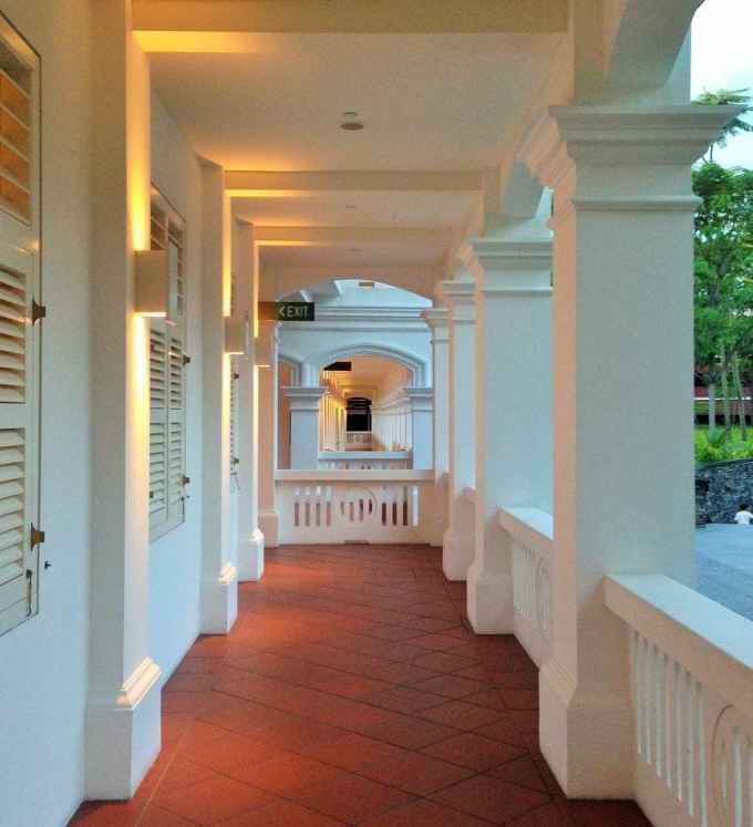 Colonial colonade
