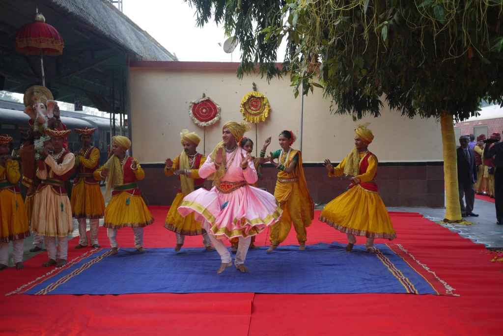 maharajas express review Welcoming performance