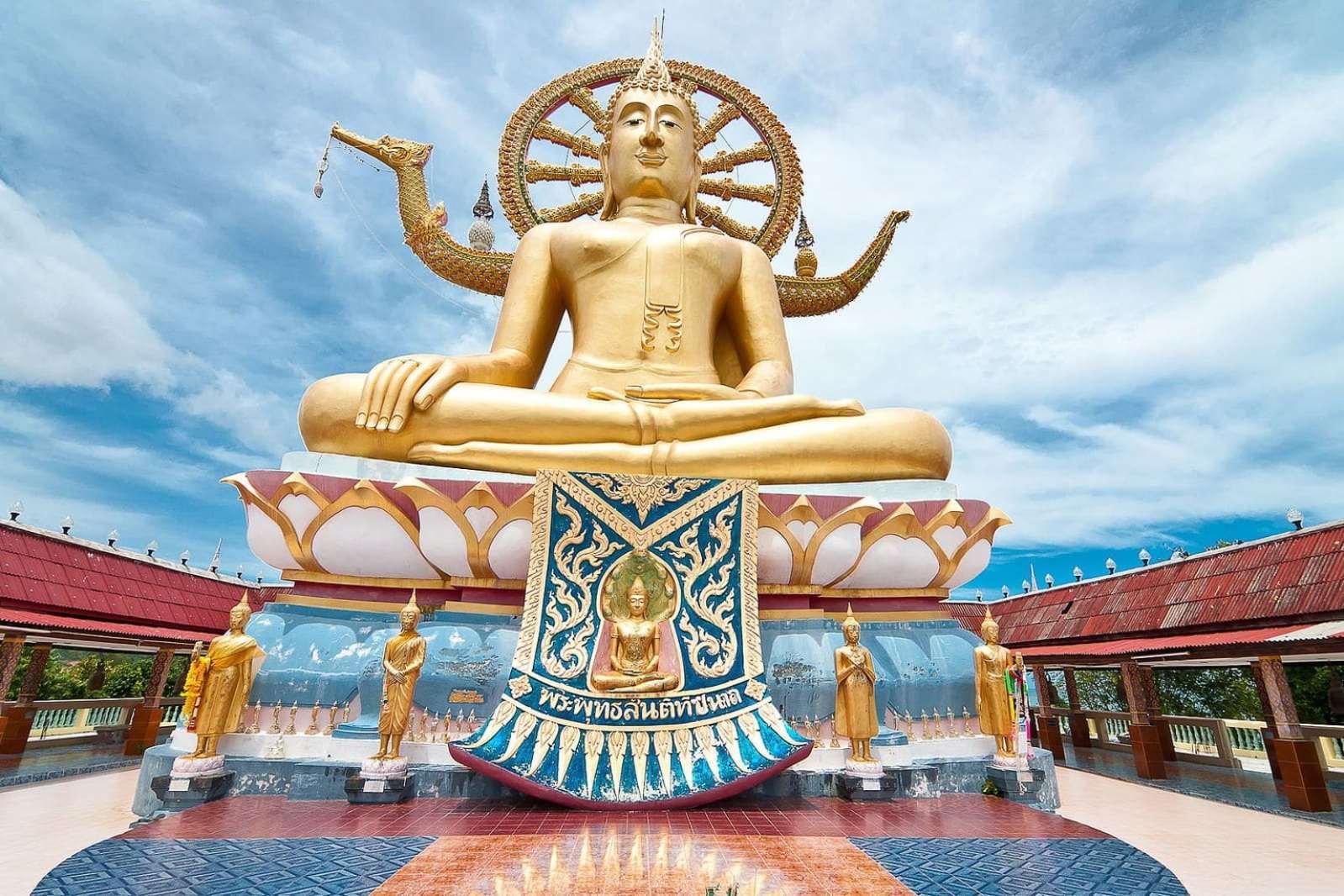 Big Buddha at Wat Phra Yai