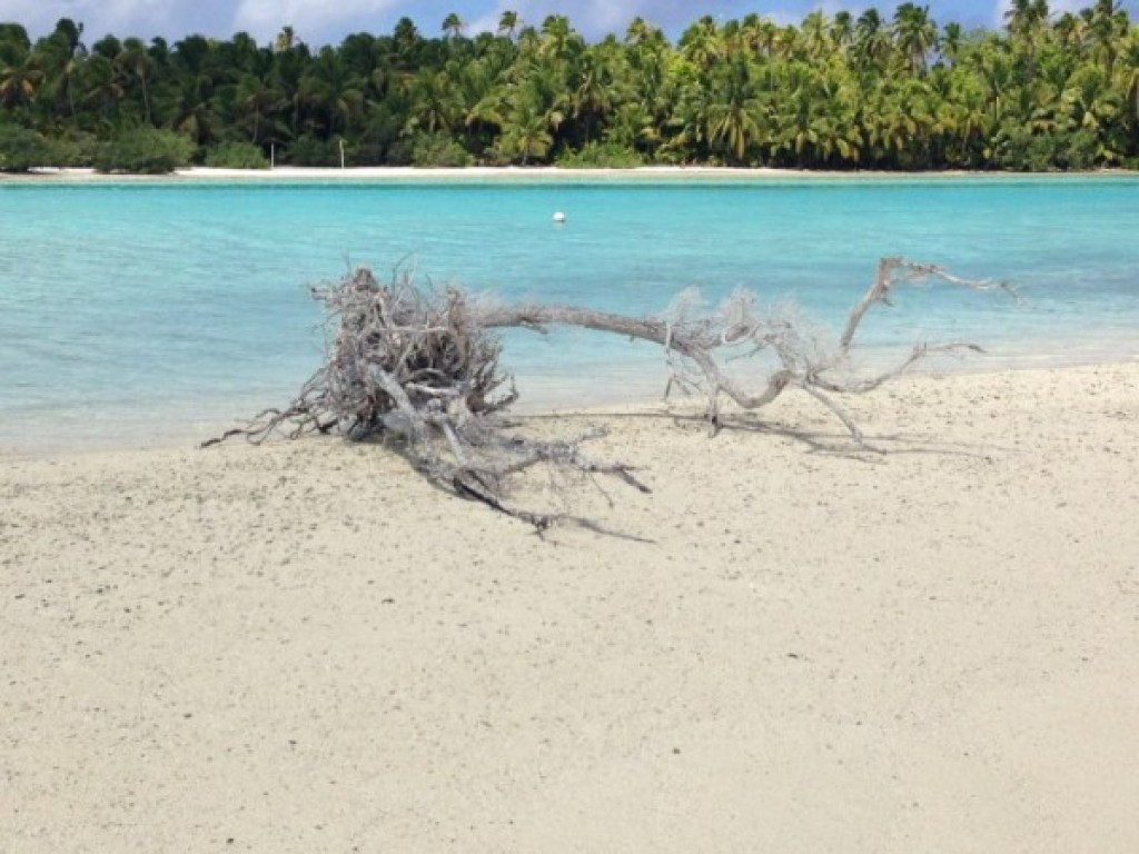 Aitutaki Lagoon's One Foot Island