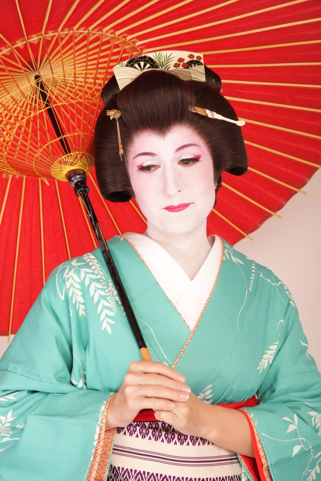 geisha make up Geisha (芸者) geiko (芸子), or geigi (芸妓) are japanese women who study the  ancient tradition of art, dance and singing, and are.