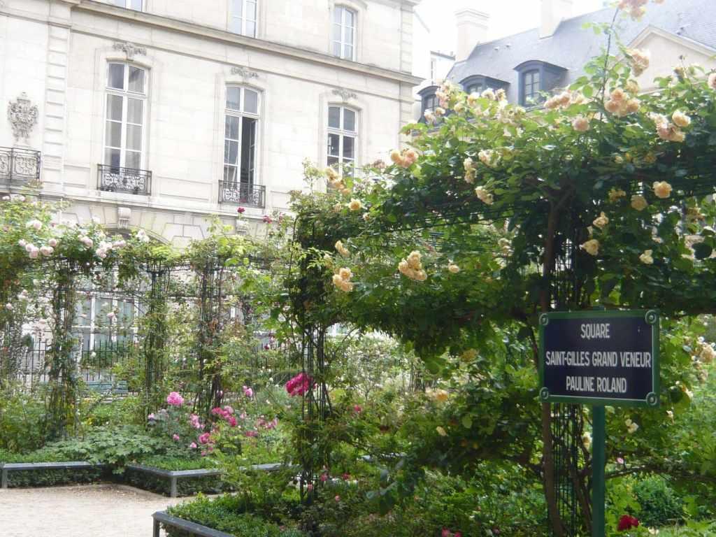 Saint Gilles grand veneur garden