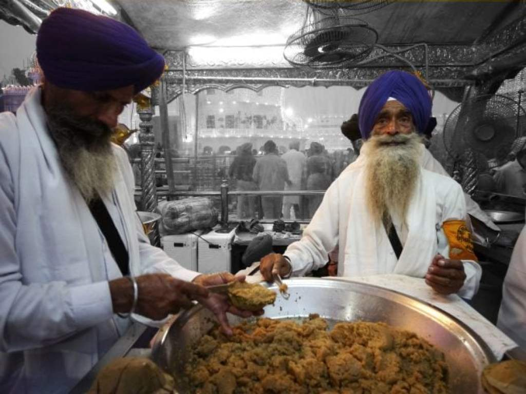 Handing out Kara Prasad at The Golden Temple