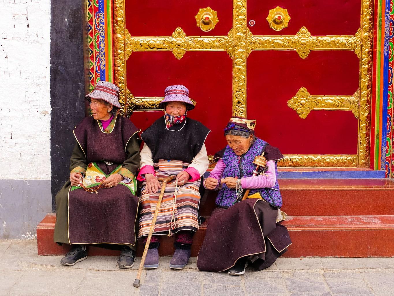 Old ladies praying