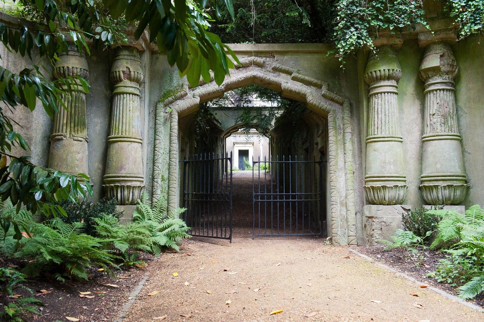 Highgate Cemetery Egyptian Avenue