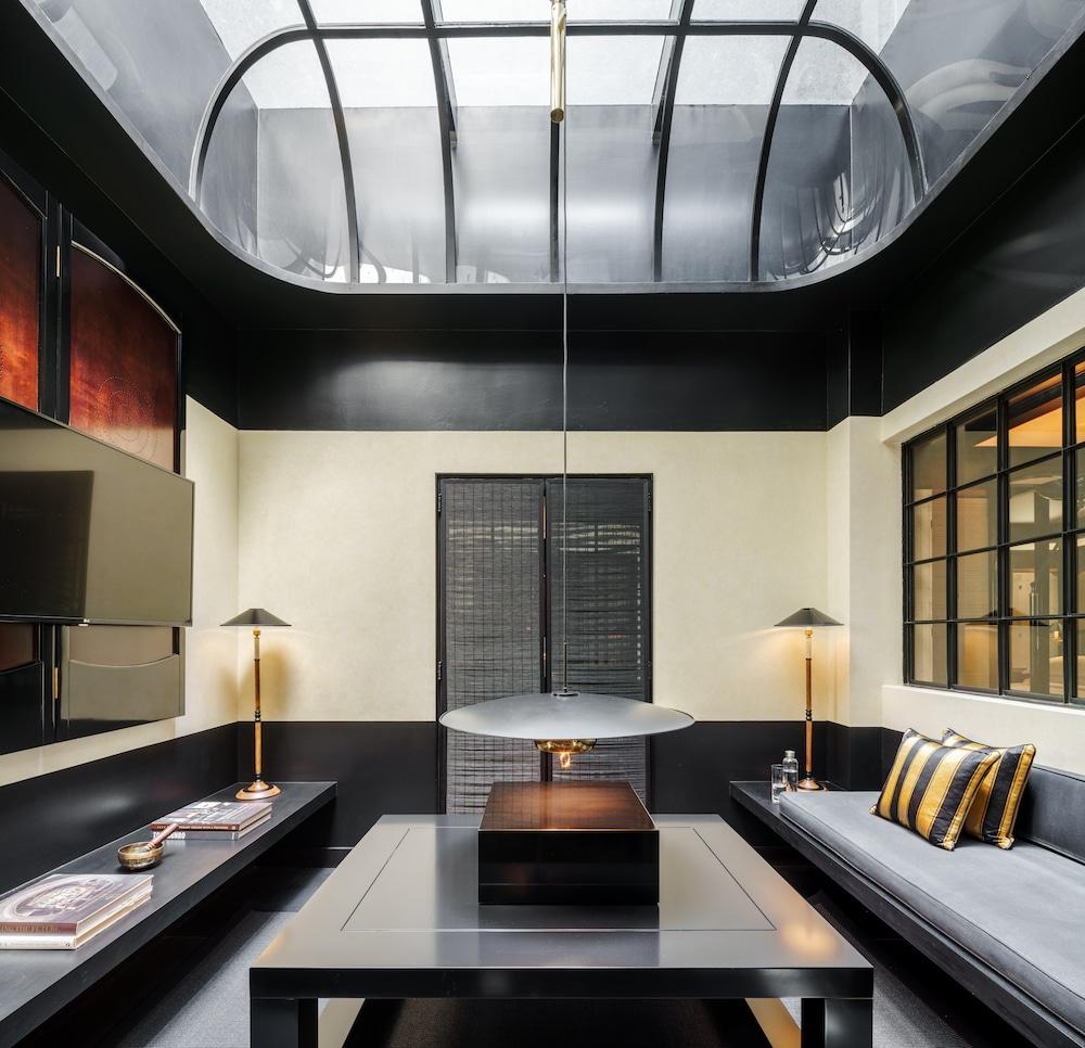 Skylight Suite Living Room photo courtesy of Six Senses Duxton