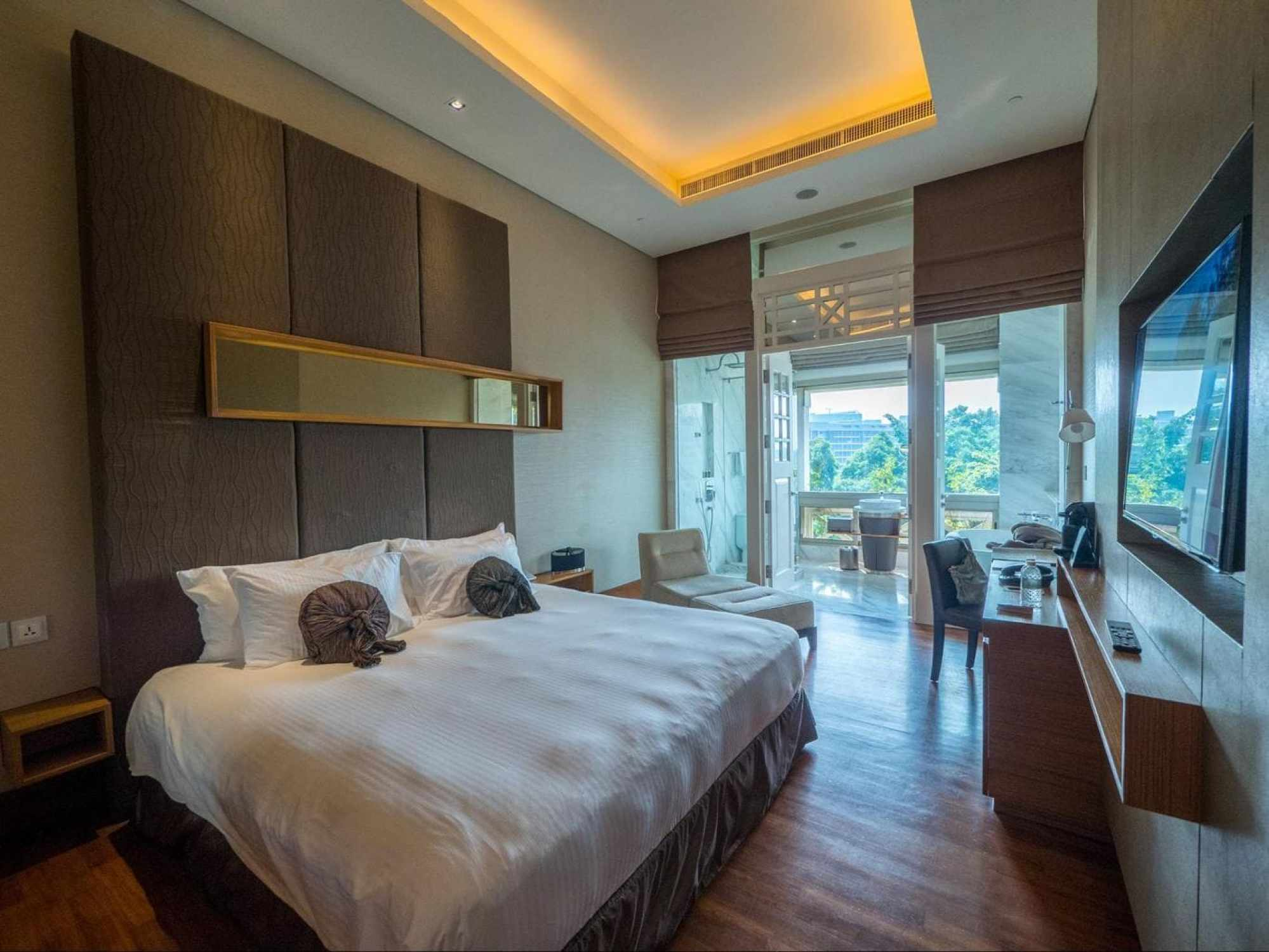 The deluxe room at Hotel Fort Canning in full