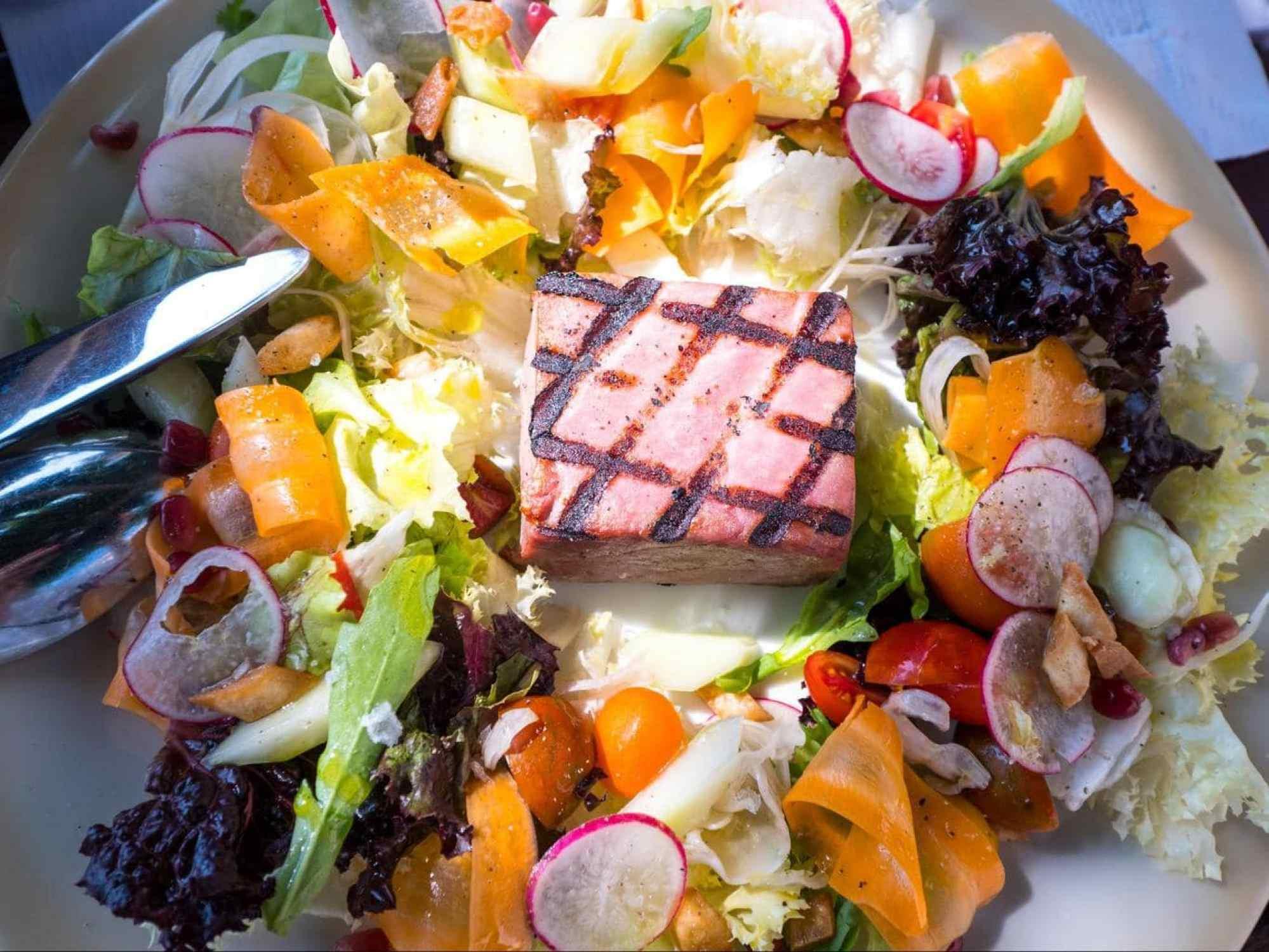 Grilled tuna salad