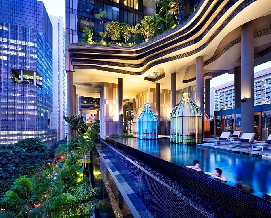 PARKROYAL on Pickering infinity pool