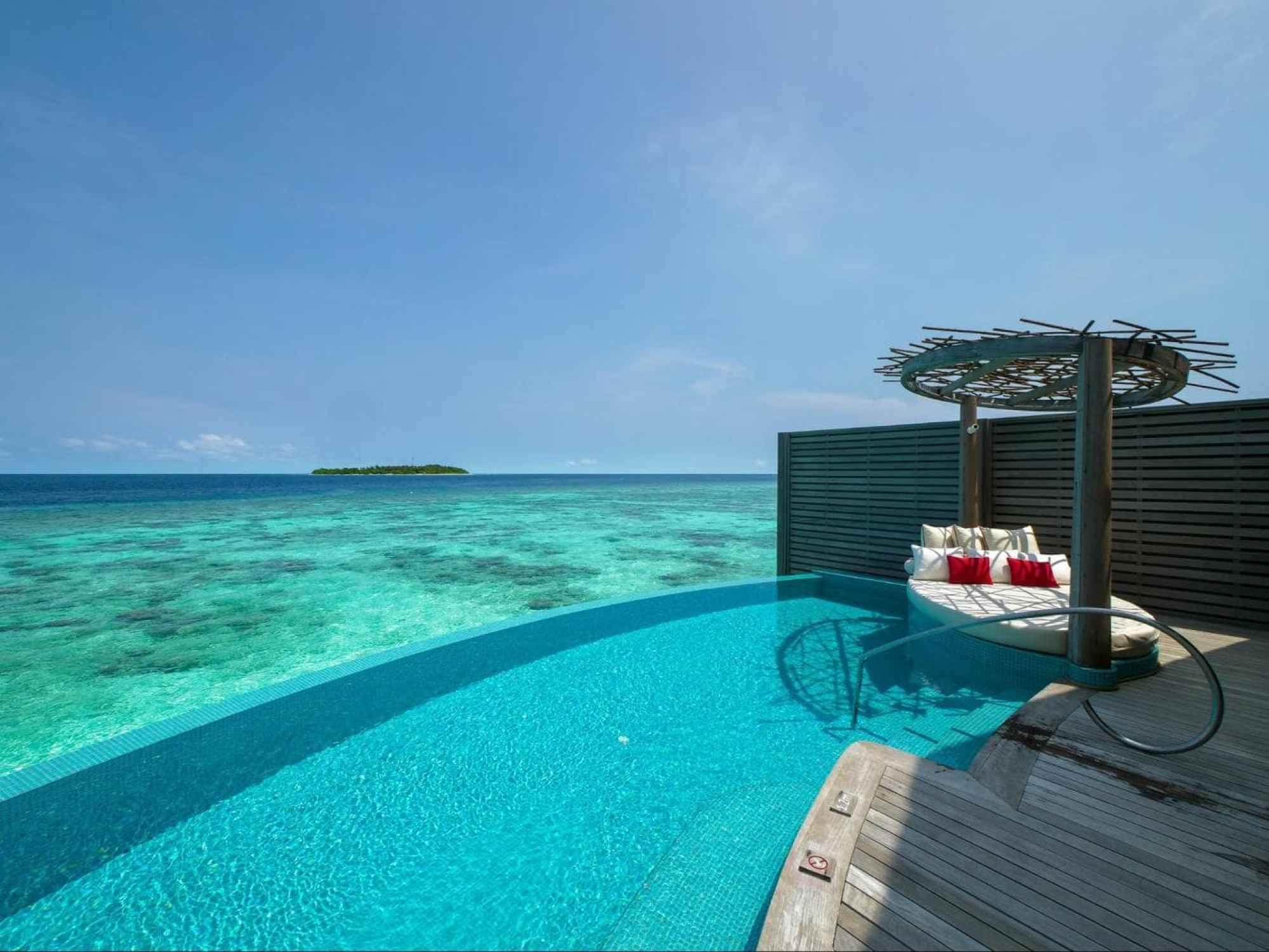 Milaidhoo water villa pool