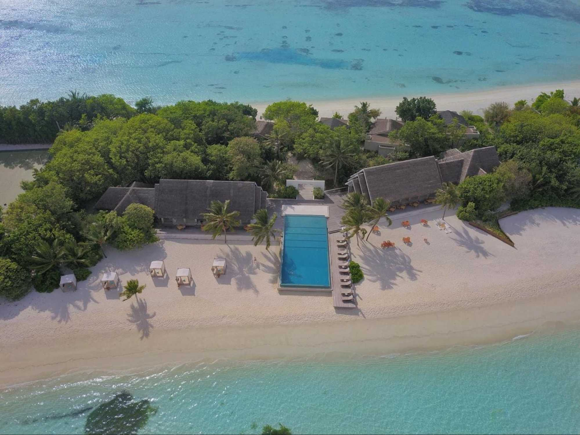 Veli Bar pool at LUX* Maldives