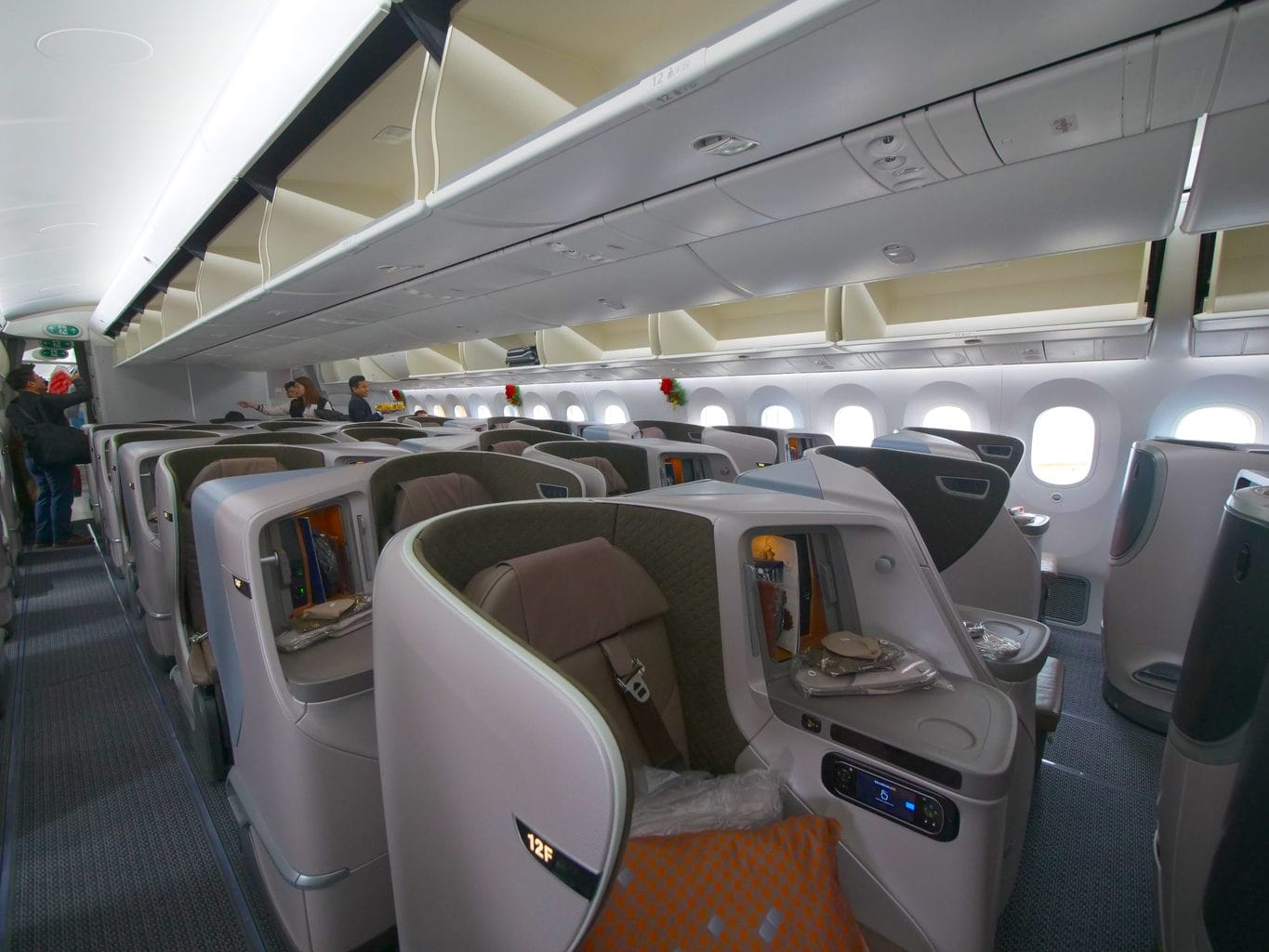 Boarding the Singapore Airlines Boeing 787-10 Business Class