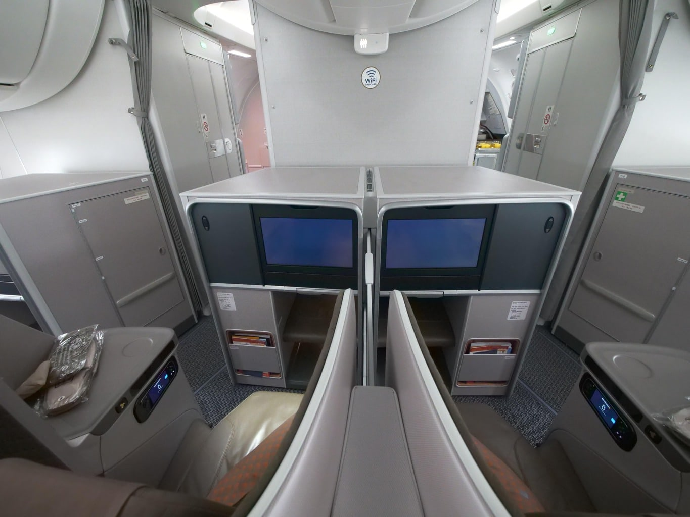 Review of Singapore Airlines Boeing 787-10 Business Class - Once In ...