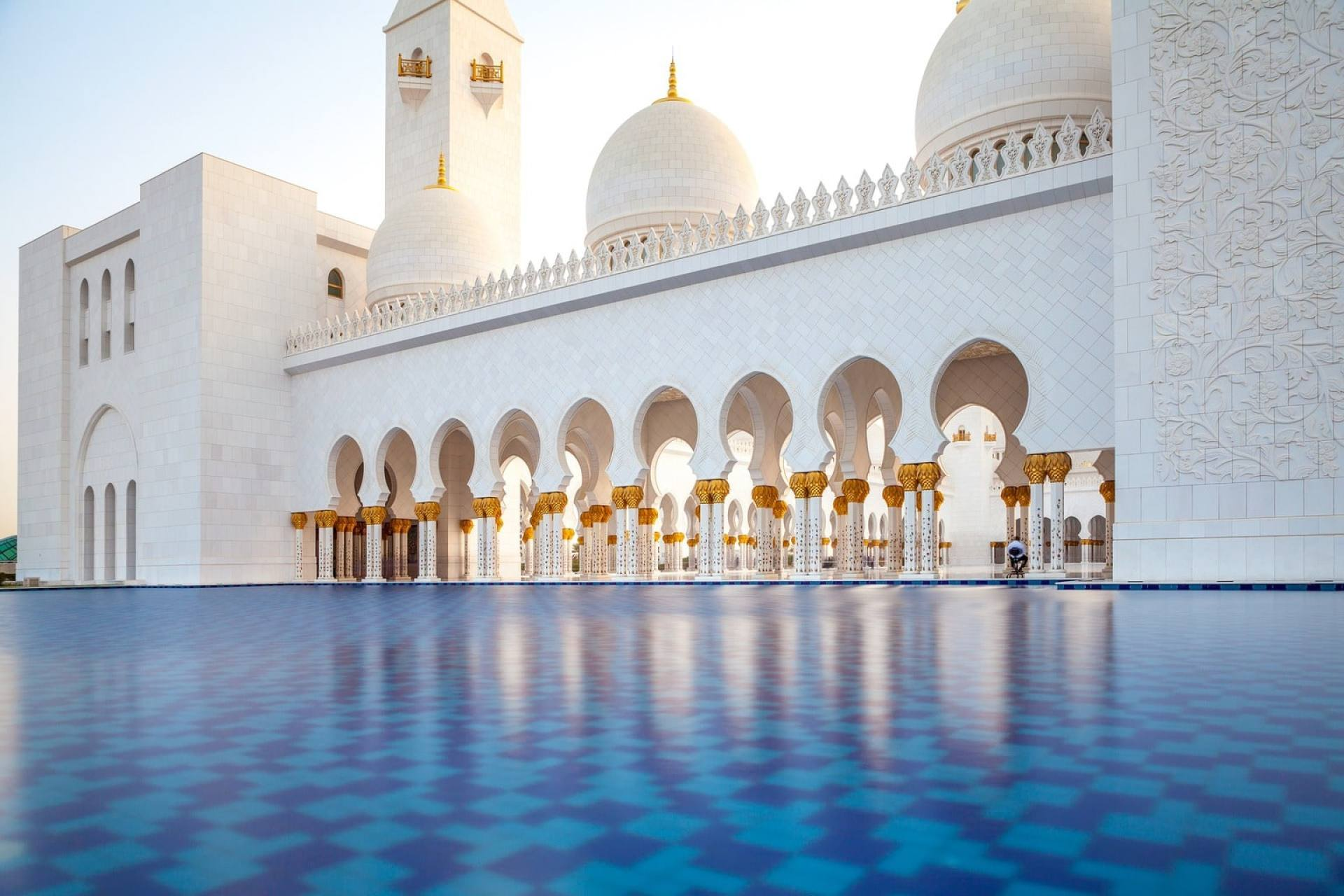 Beauty of the Grand Mosque in Abu Dhabi