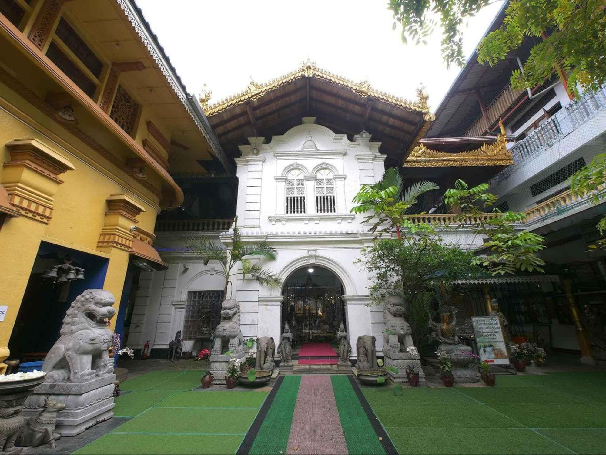 Entrance to Gangaramaya Temple