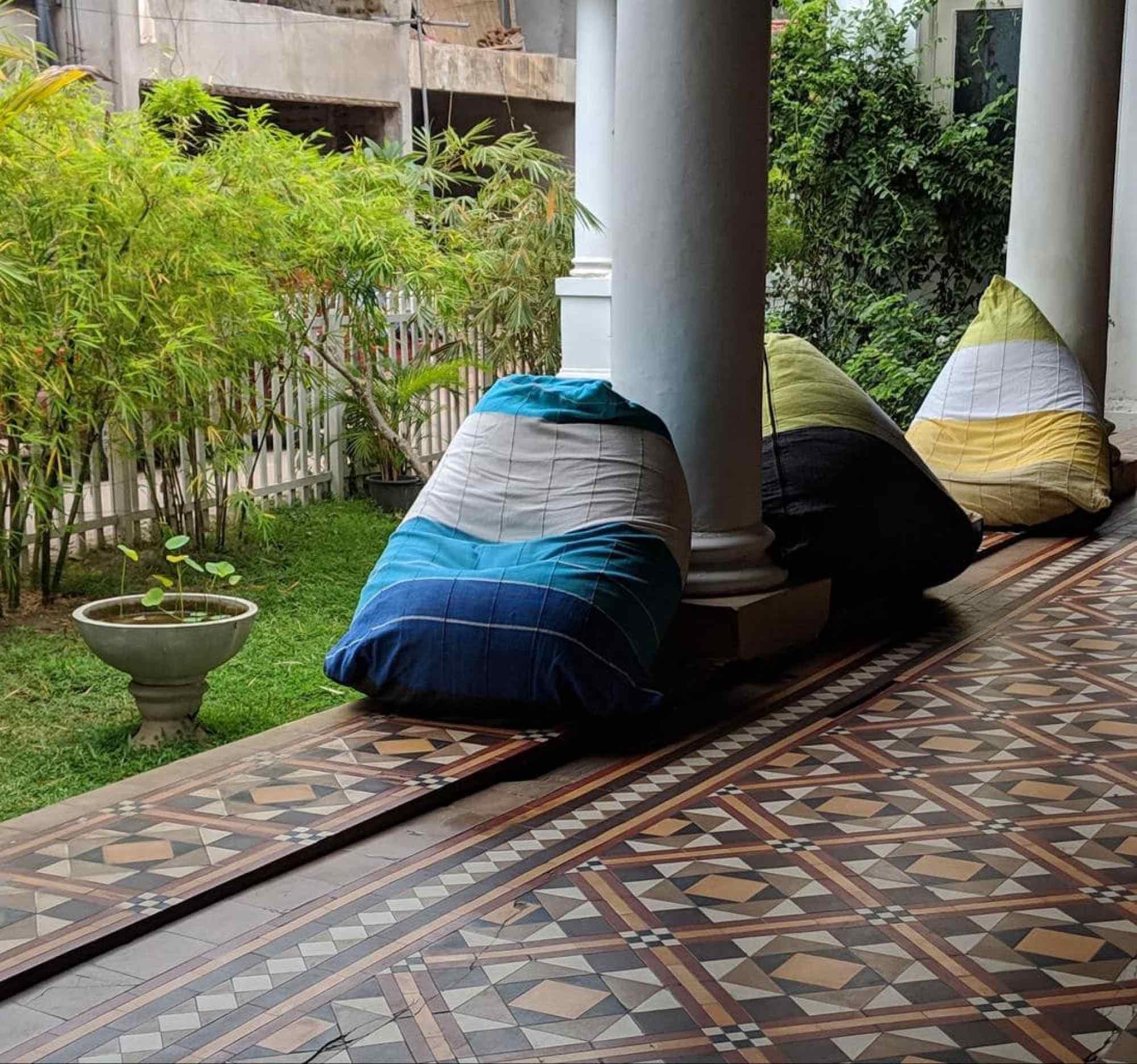 Outdoor verandah at Cafe Kumbuk