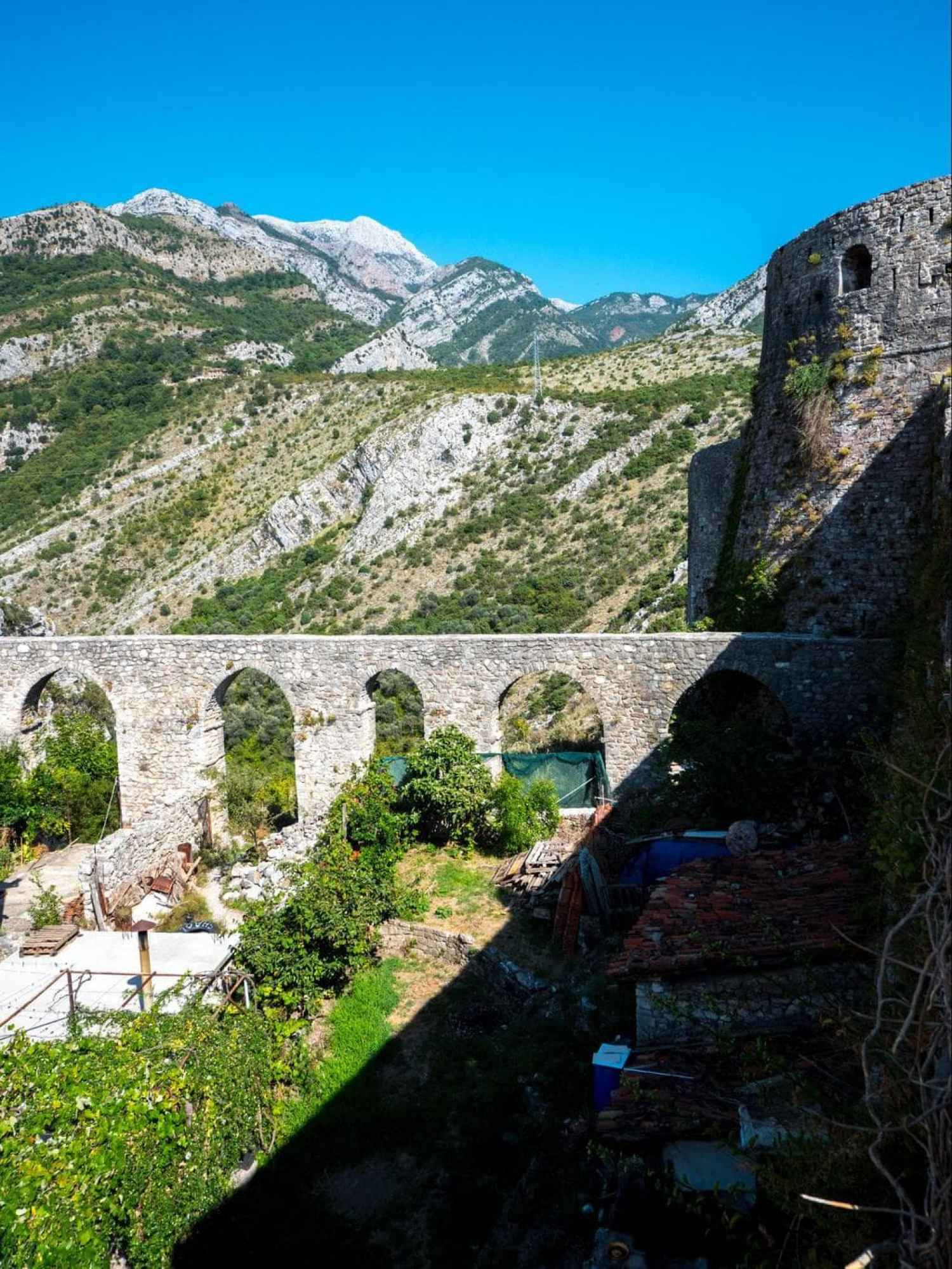 Aqueduct into Stari Bar