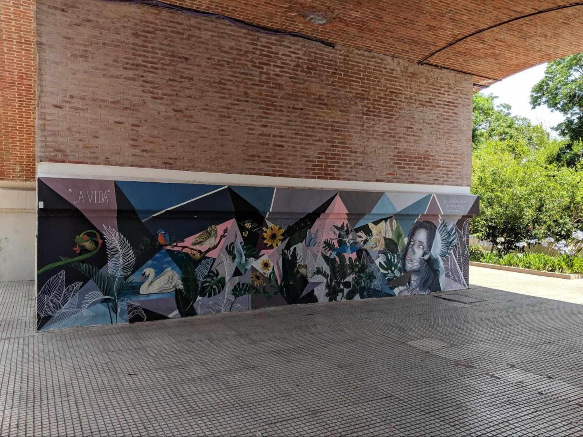 Taking a stroll at Los Arcos del Rosedal