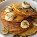 healthy pumpkin banana pancakes