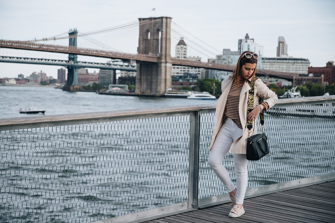 New York City - Outfit Trench and bow sneakers