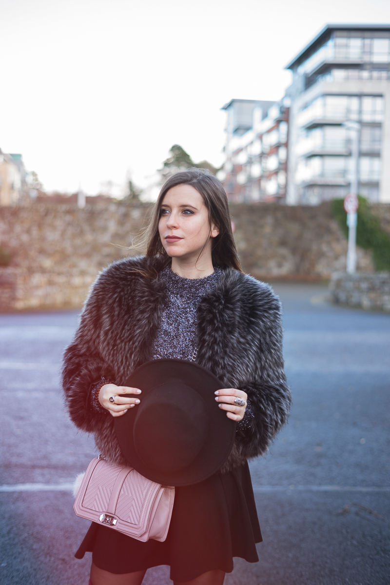 Stivali sopra al ginocchio e ecopelliccia | Over the knee boot and faux fur