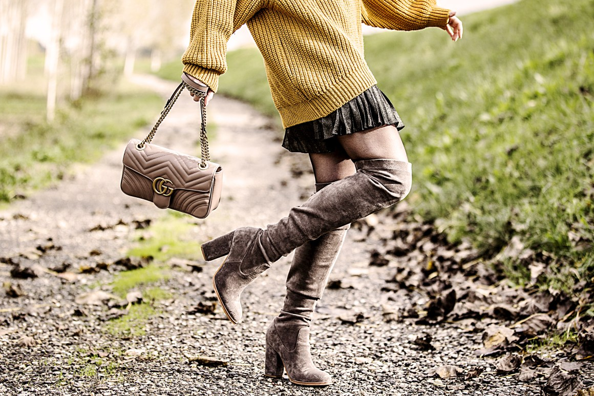 Oversize sweater, glitter shoes, Gucci bag over the knee boots Once Upon a Time Eleonora Pellini