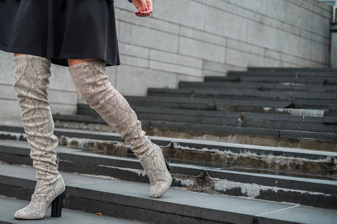 Stivali pitonati sopra il ginocchio e little black dress | Look capodanno - Snake print over the knee boots and LBD ASOS